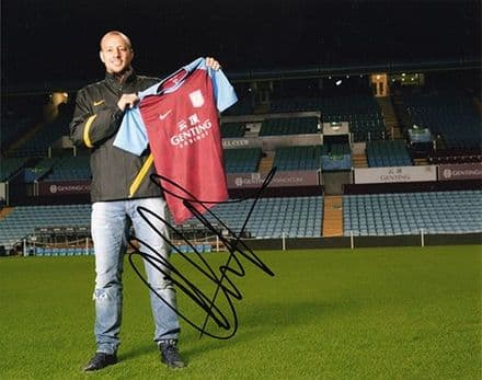 Alan Hutton, Aston Villa & Scotland, signed 10x8 inch photo.