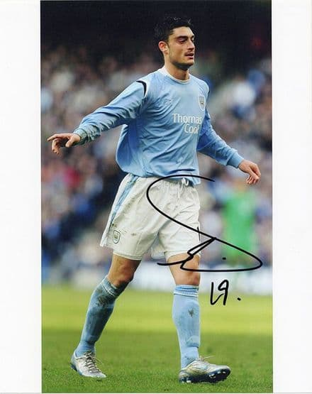 Albert Riera, Manchester City & Spain, signed 10x8 inch photo.
