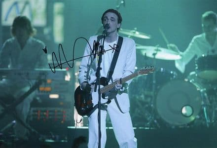Fran Healy, Travis lead singer, signed 12x8 inch photo.