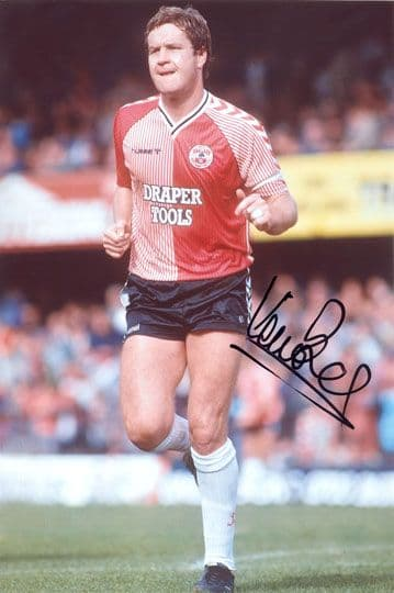 Kevin Bond, Southampton, signed 12x8 inch photo.