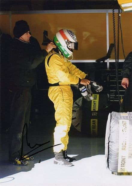 Narain Karthikeyan, Indian F1 driver, signed 7x5 inch photo.