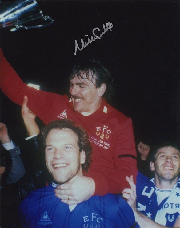 Neville Southall, Everton legend, signed 10x8 inch photo.