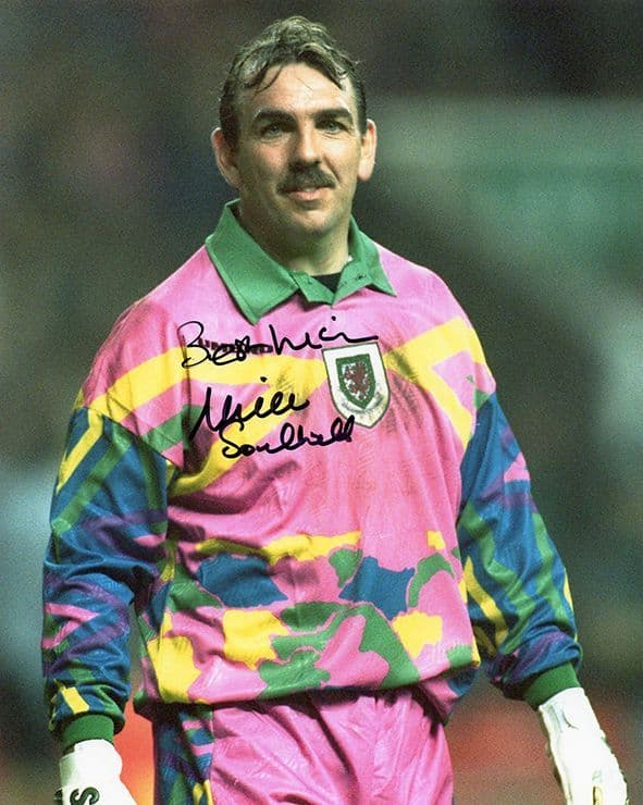 Neville Southall, Everton & Wales, signed 10x8 inch photo.