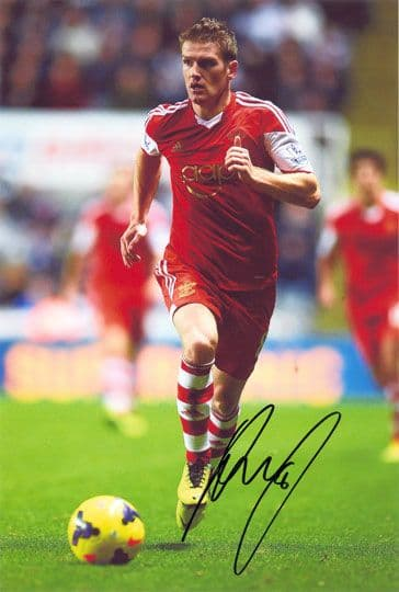 Steven Davis, Southampton & Northern Ireland, signed 12x8 inch photo.