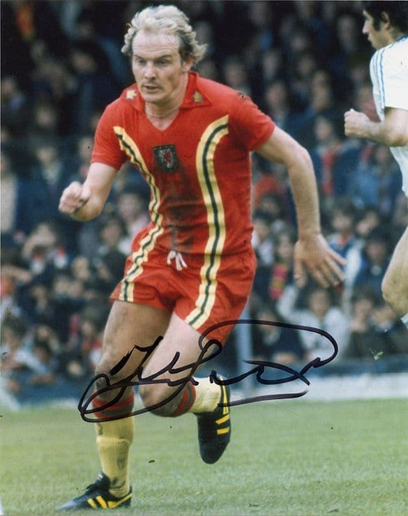 Terry Yorath, Wales, signed 10x8 inch photo.